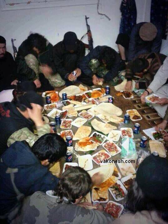 افطار کردن داعشی ها +عکس
