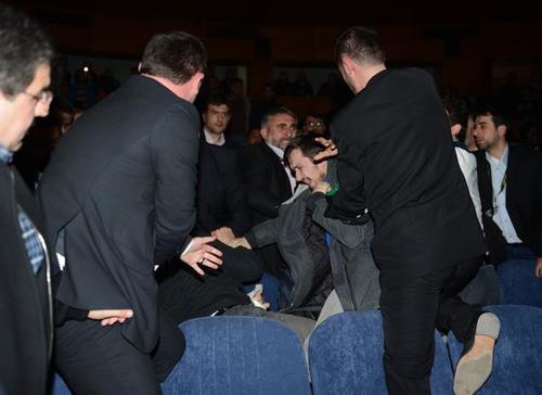 جنجال در زمان سخنرانی احمدینژاد+تصاویر