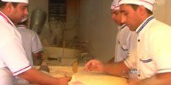 بوی برکت نان در سفره های مردم علی آباد ملاعلی/مشکل نانوایان نداشتن بیمه است
