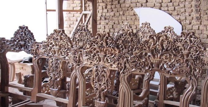مراحل ساخت مبل سلطنتی در دولت آباد از نگاه تصاویر