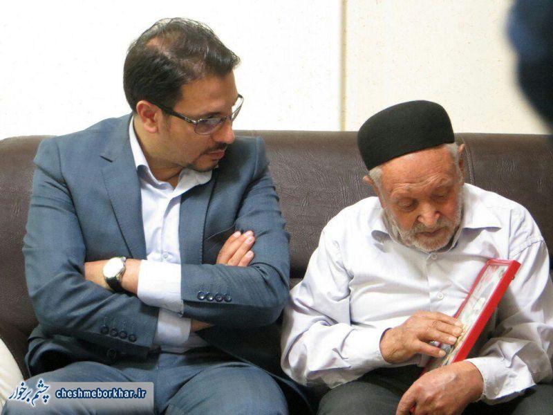 استاد حامد شاکرنژاد با خانواده شهدای دستگرد دیدار کرد/ تصاویر