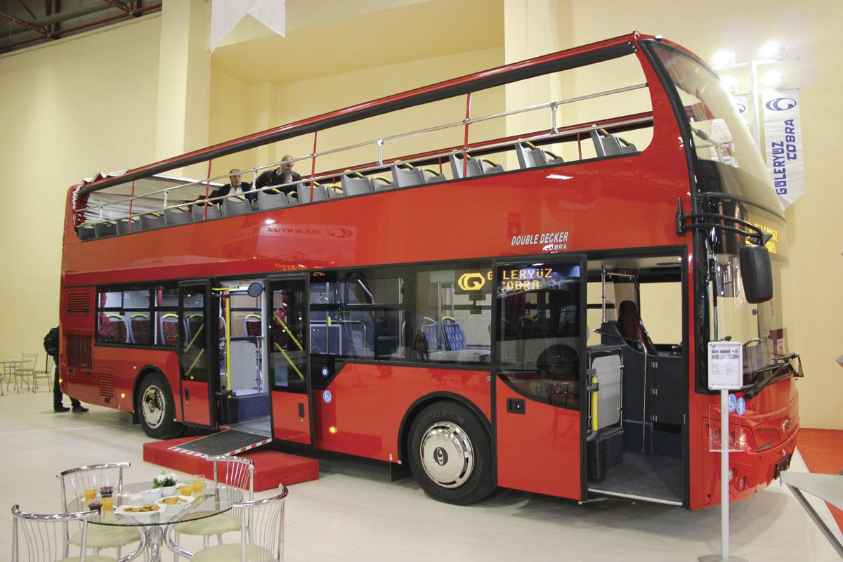 تصادف وحشتناک اتوبوس و نجات مسافران توسط کمربند ایمنی+ فیلم