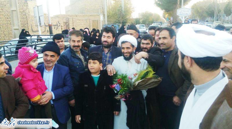 استقبال باشکوه مردم سین از حجت الاسلام قربانی بسیجی مدافع حرم/ تصاویر
