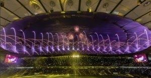 سقوط تماشاچیان فوتبال بر اثر فرو ریختن مانع شیشهای در استادیوم+ فیلم