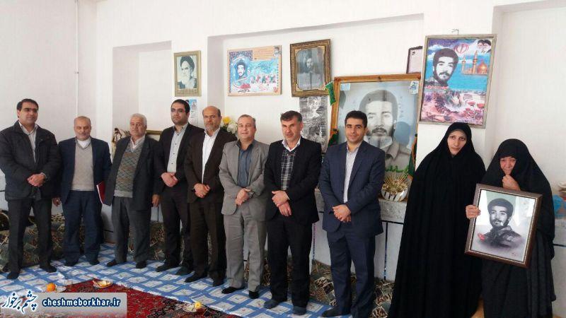 دیدار مسئولان شهرستان با خانواده شهدا و ایثارگران در شهر سین/ تصاویر
