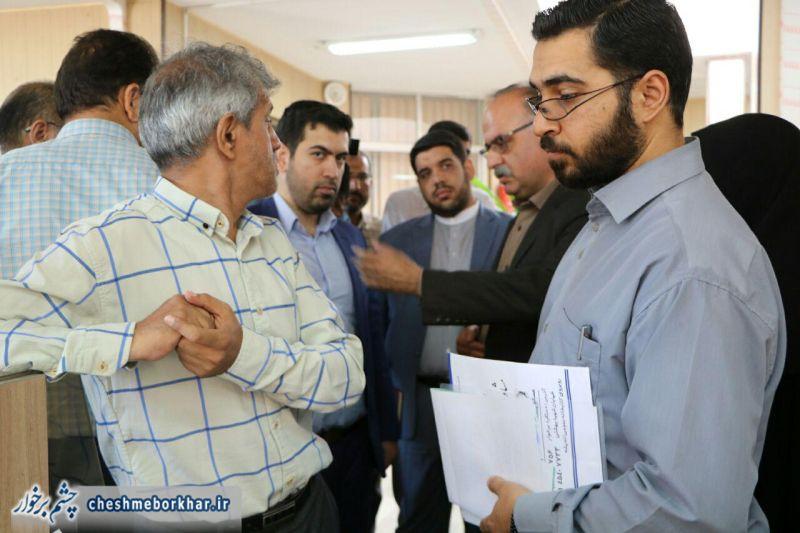 بازدید سرزده فرماندار برخوار از اداره تامین اجتماعی و اداره امور مالیاتی برخوار+ تصاویر