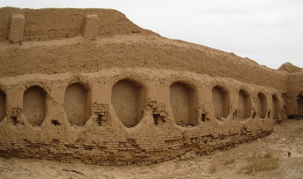 قلعه درمیان یکی گنجینه های تاریخی و فرهنگی برخوار+تصاویر
