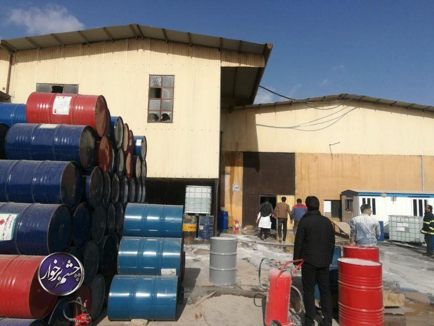 حریق کارخانه چسب حبیب آباد ۴ مصدوم داشت/ تصاویر