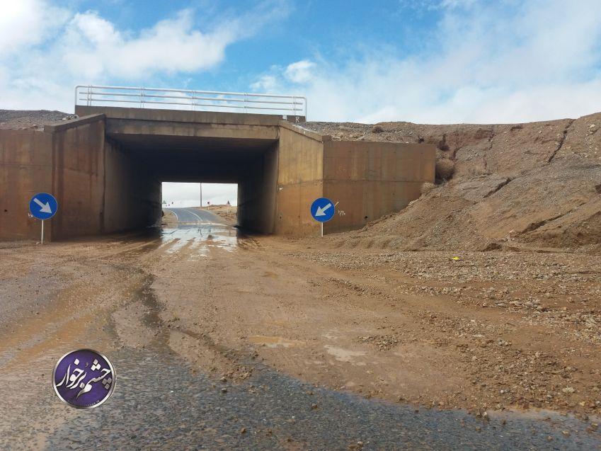 وضعیت پل زیرگذر و گل ولای دهانه پل روستای دنبی پس از هر بارندگی