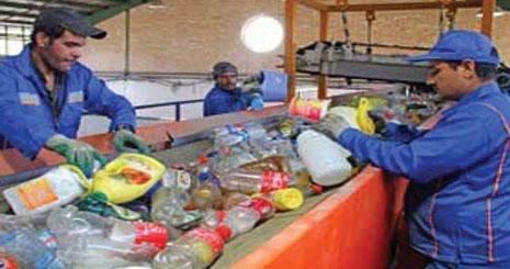 کاهش فقر بیکاران با مشارکت در بازیافت پلاستیک