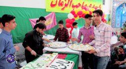 توزیع کیک تولد امام زمان (عج) در مسجد بقیه الله دولت آباد +تصاویر