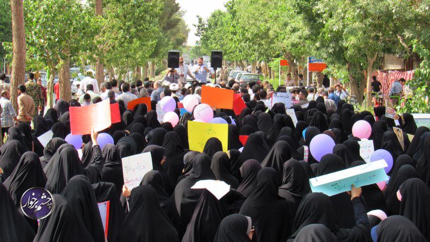 عکس/ راهپیمایی بانوان دولت آبادی در روز عفاف و حجاب