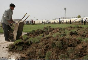 چمن های زمین فوتبال حبیب آباد از بی مهری خشکید +تصویر