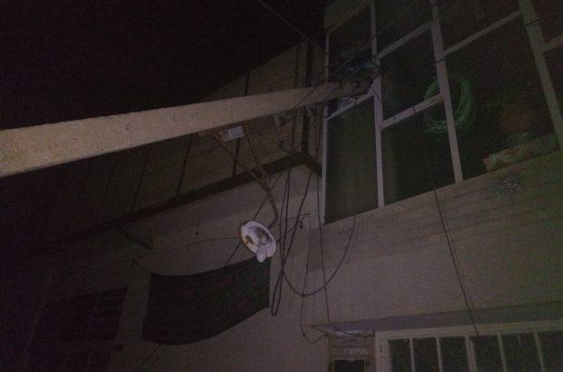 سقوط دو تیر چراغ برق در دولت آباد خسارت جانی نداشت/تصاویر