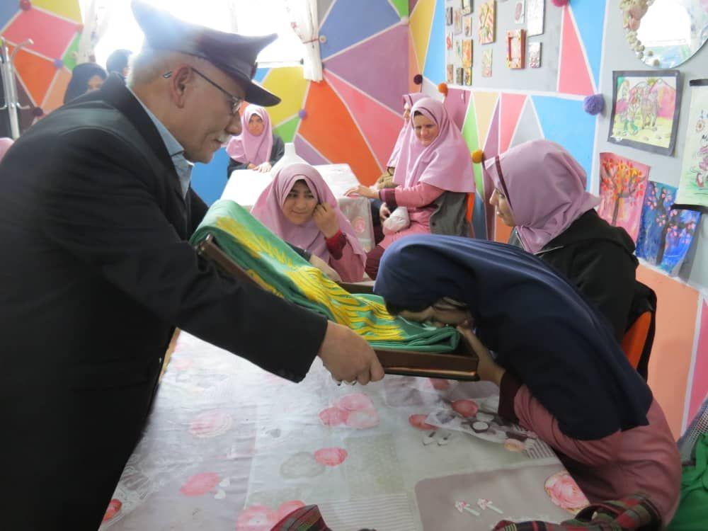 بازدید خادمان آستان رضوی از مراکز توانبخشی برخوار/ تصاویر