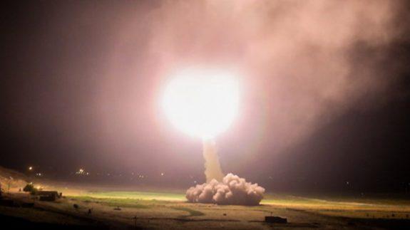 حملات سنگین موشکی سپاه به پایگاه آمریکایی عینالاسد/ احتمال وقوع موج سوم شلیکها+فیلم