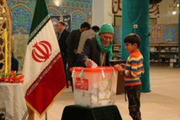 حضور پرشور مردم شهرستان برخوار پای صندوق های اخذ رای