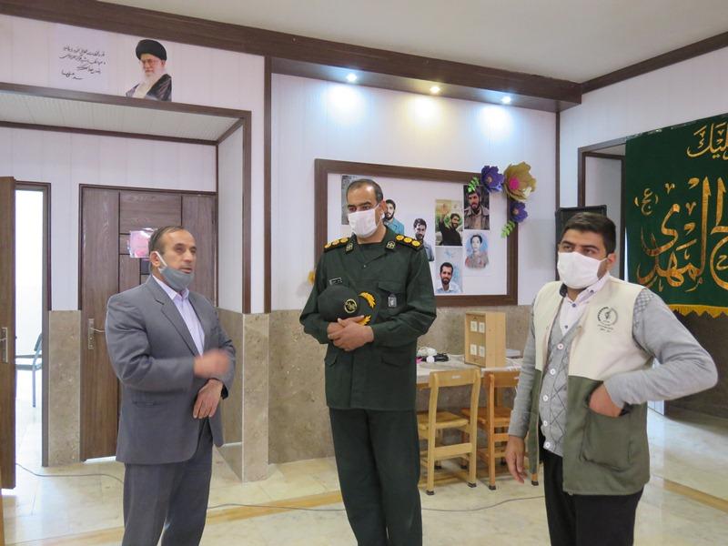 بازدید فرمانده سپاه ناحیه برخوار از کارگاه تولید ماسک مردمی شهرستان+تصاویر