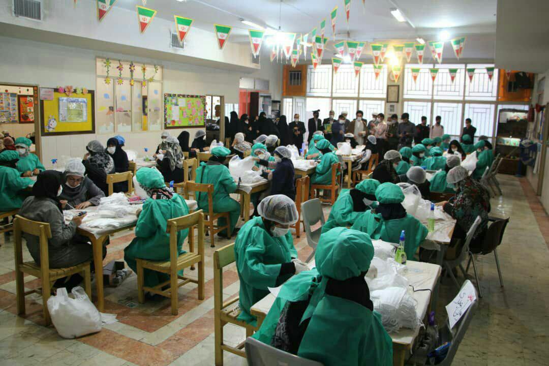 تولید روزانه شش هزار ماسک در ستاد نماز جمعه +تصاویر