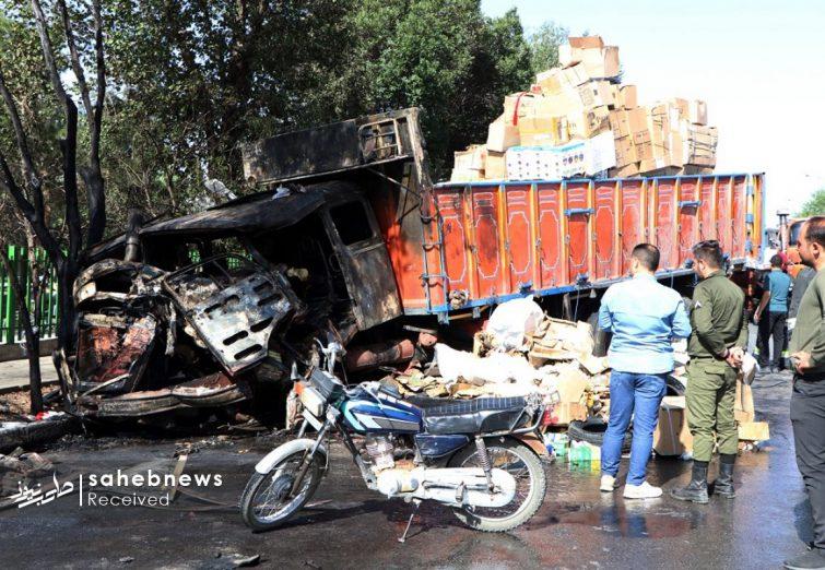 تصاویر   تصادف کامیون با تانکر حامل گازوئیل و سوختگی 100 درصد راننده