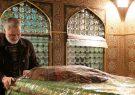 فیلمی منتشرنشده از آخرین غبارروبی حاج قاسم در حرم امام هادی (ع)