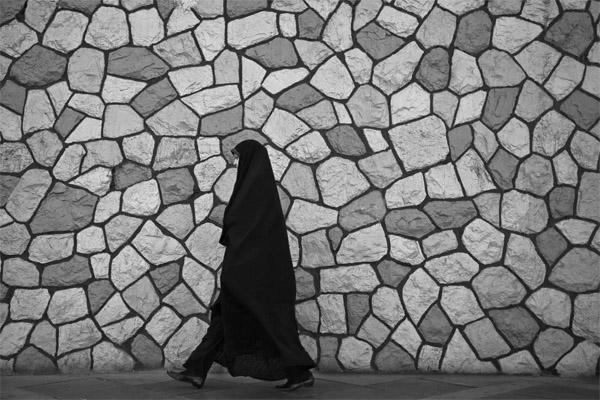دختران چادری حق ورود به آزمون مدارس دولت آباد را ندارند!+تصاویر
